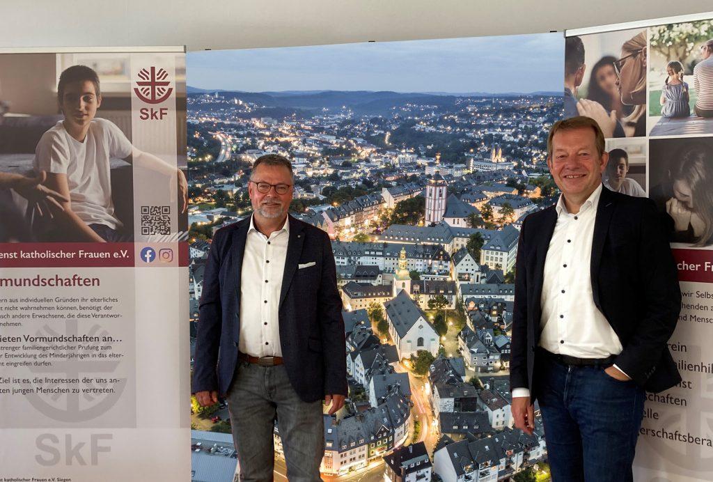 Pressebild Bürgermeister Steffen Mues zu Besuch beim SkF Siegen